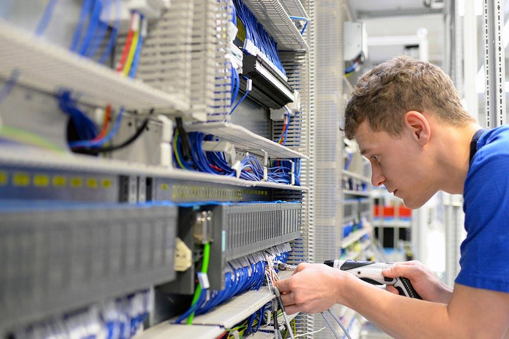 Elektroniker Ausbildung FürEnergie- Und Gebäudetechnik Uffenheim